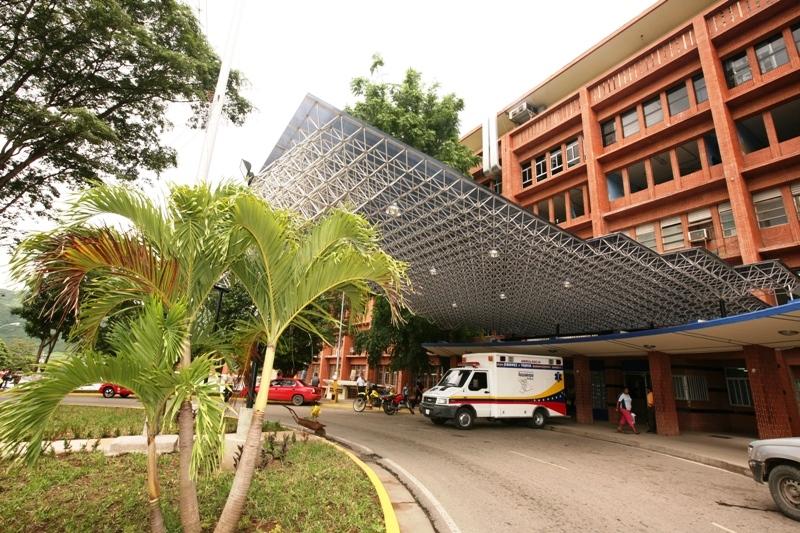 "Hospital Universitario ""Dr. Luis Razetti"", Barcelona."