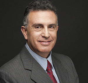 Dr. EDGAR J. MARTÍNEZ C. (Titular 200)