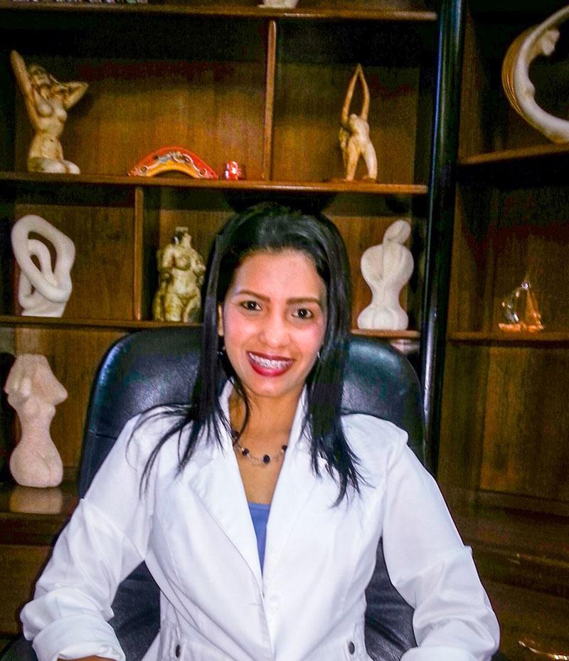 Dra. VENCE LEONES, ADRIANA EDITH. (A-001)